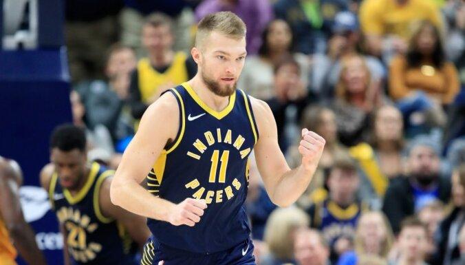 Saboņa 'double-double' palīdz Indianas 'Pacers' uzvarēt Fīniksas 'Suns'