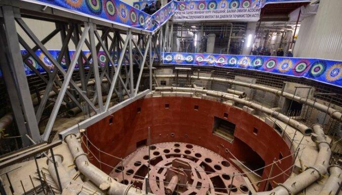 Tadžikistānā atklāj milzu Rogunas HES pirmo turbīnu; celtniecībā roku pielicis pats Rahmons