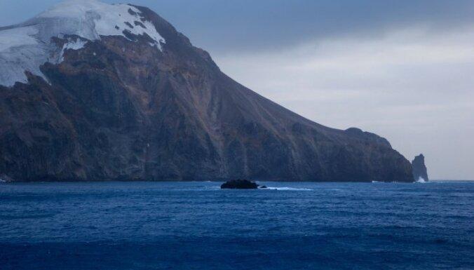 """Подводный вулкан, деревья-""""грибы"""" и самопровозглашенный король: Семь островов с необычной историей"""