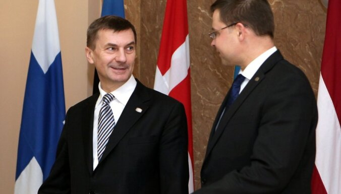 Газета: Домбровскис может оставить Ансипа без высокой должности в ЕС
