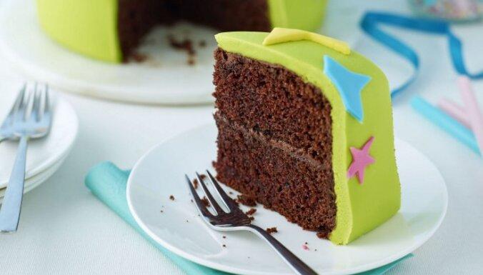 Dzimšanas dienas kūka  - šokolādes torte ar mastikas glazūru