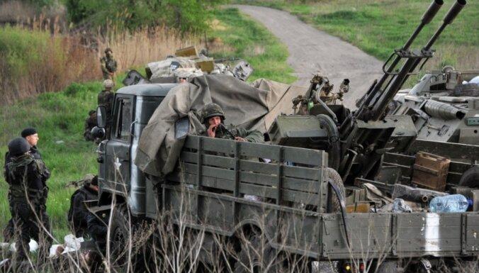 Ukraina draud pārtraukt vieglo ieroču atvilkšanu