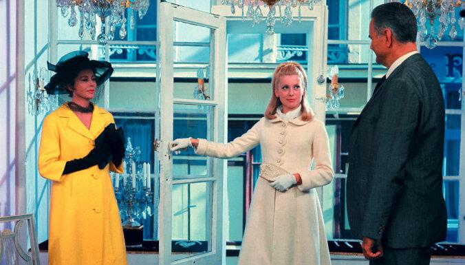 No Pelnrušķītes līdz 'Netīrajām dejām': 25 ikoniskas kleitas un to slavenās valkātājas