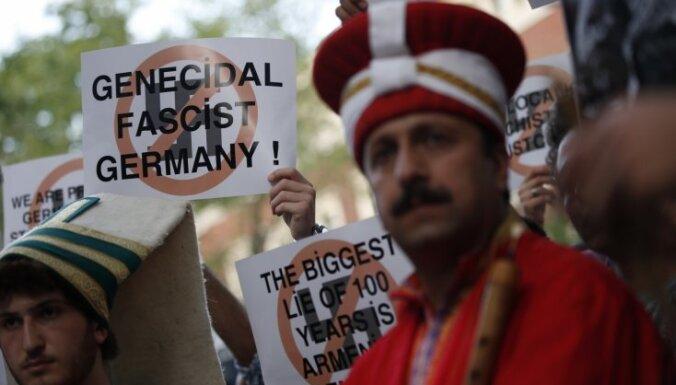 Armēņu genocīda rezolūcijas dēļ attiecības ar Vāciju nesabruks, atzīst turku premjers