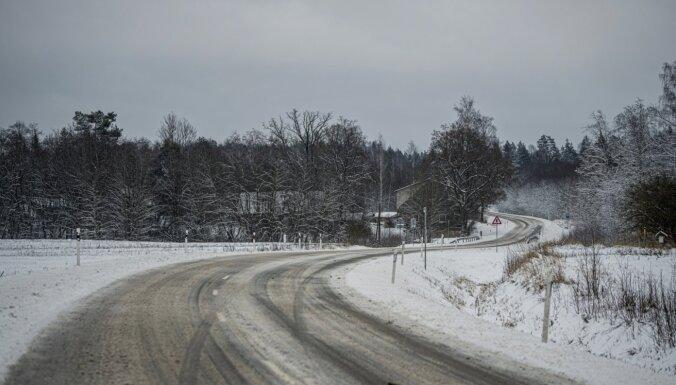 Otrdienas rītā autoceļi vietām apledo