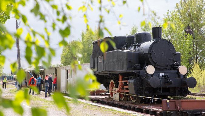 """ФОТО: В Латвию прибыл воевавший 100 лет назад за независимость бронепоезд """"Свобода"""""""