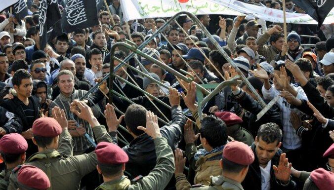 Беспорядки в Тунисе: погиб полицейский, еще 59 пострадали