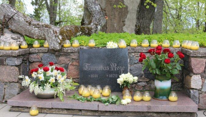 Turaidā atklāta brīvdabas izstāde par Maiju – Turaidas rozi