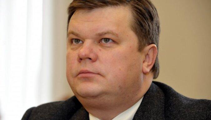 Apsūdzētais Sormulis atteicies atbildēt uz prokurora jautājumiem Lemberga krimināllietā