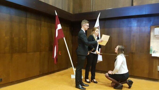 LSA par studentu līderi atkārtoti ievēl Mairu Belovu