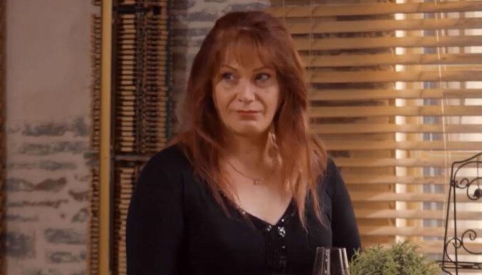 Seriālā 'Viss pa jaunam' nelielā lomiņā uzmirdz transseksuāle Linda