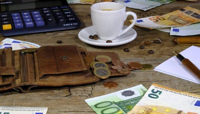Каждый пятый работающий латвиец получает меньше 450 евро