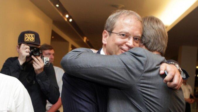 Ušakova un Amerika saraksts Rīgā iegūst 39 no 60 deputātu vietām