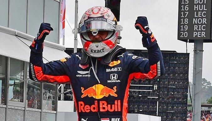 Verstapens izcīna uzvaru haotiskajā Vācijas 'Grand Prix'