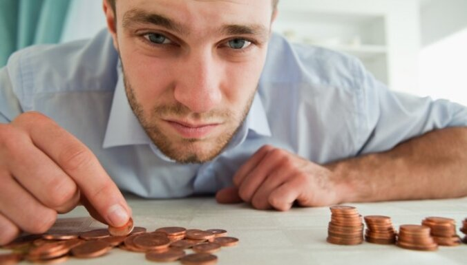 Последствия кризиса: будущие пенсионеры недополучили миллиард латов