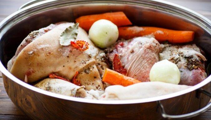 Pieci padomi, kā izvārīt nevainojamu gaļas galertu