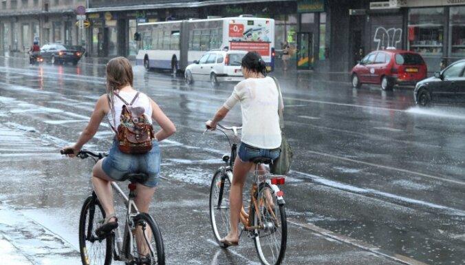 Trešdien teritorijas lielākajā daļā īslaicīgi līs