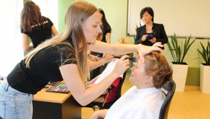 Foto: Māsu dienā skaisti sapucē Asinsdonoru centra medmāsiņas