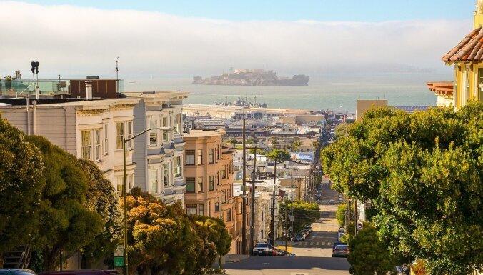 Kalifornija jūnijā atcels sociālās distancēšanās prasības