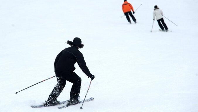 Kalni gatavojas uzņemt ziemas prieku baudītājus