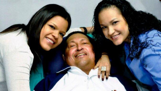 Опубликованы первые фотографии Чавеса после операции
