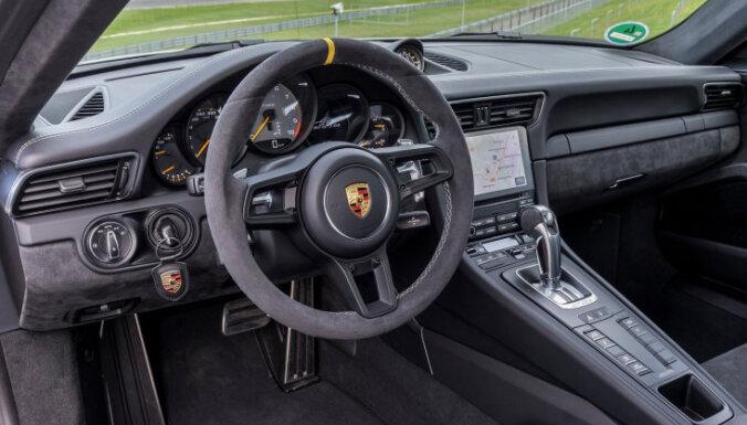 'Porsche' solījums: mūsu automobiļiem vienmēr būs stūresrats un pedāļi