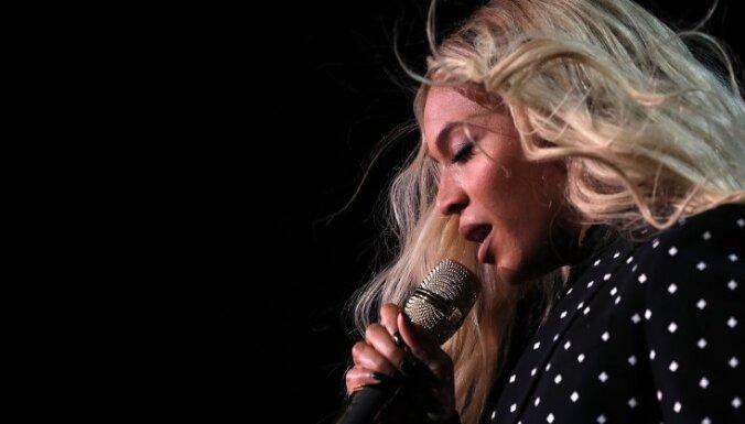 Американская певица Бейонсе беременна двойней