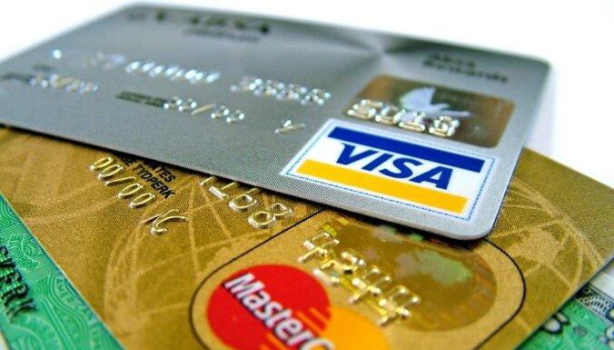В Латвии карточками оплачены покупки на два миллиарда евро