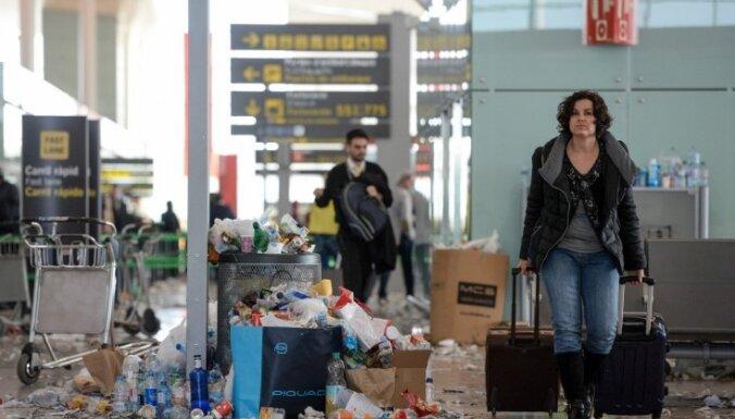 Barselonas lidostā streiko atkritumu izvešanas uzņēmums; telpās valda nekārtība