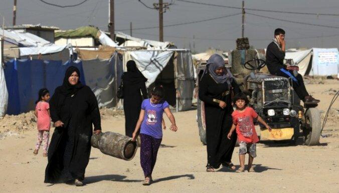 Irākas tuksnesī bada nāvē miruši 74 kara bēgļi