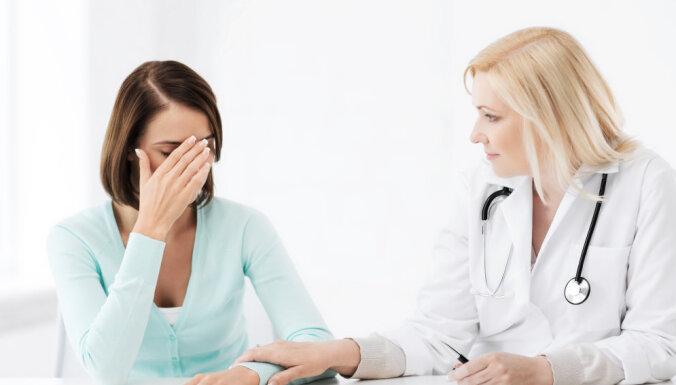 В Латвии 26% молодежи откладывают визит к врачу, чтобы сэкономить