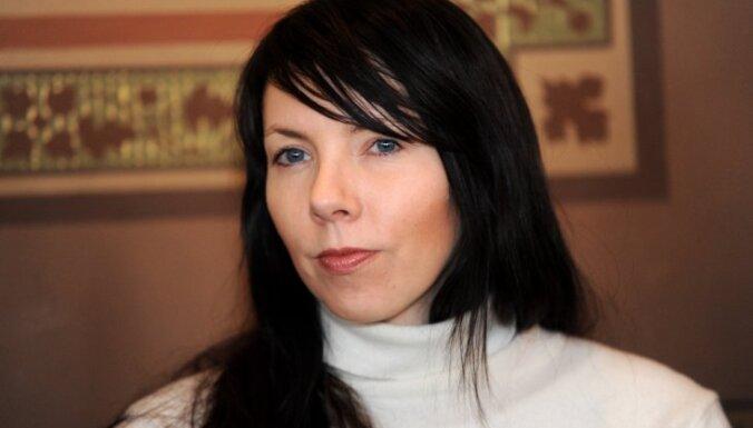 Video: Katrīna Neiburga par uzstāšanos kopā ar Vestardu Šimkus