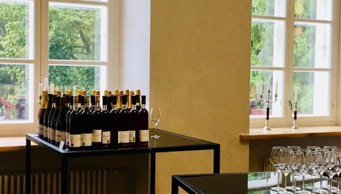Igauņu Livonijas romantika: aveņu vīns, meloņu kartupeļi un piparmētras
