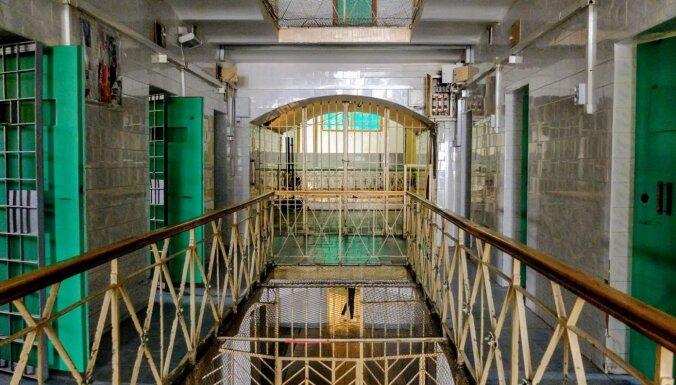ФОТО. Страшная прогулка по знаменитой Лукишкской тюрьме в центре Вильнюса