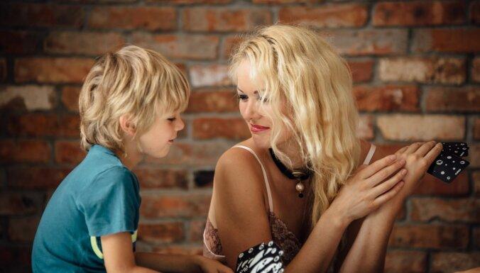 'Esmu azartā atrast risinājumus'. Četru bērnu mamma, atkal studente un pavārgrāmatas autore