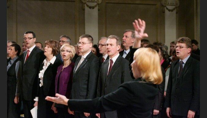 Dombrovskis: reālāk ir paļauties uz partijas biedriem nevis vieszvaigznēm
