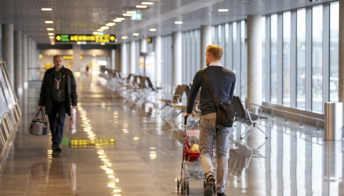 """Аэропорт """"Рига"""" за четыре месяца обслужил на 39,6% меньше пассажиров"""