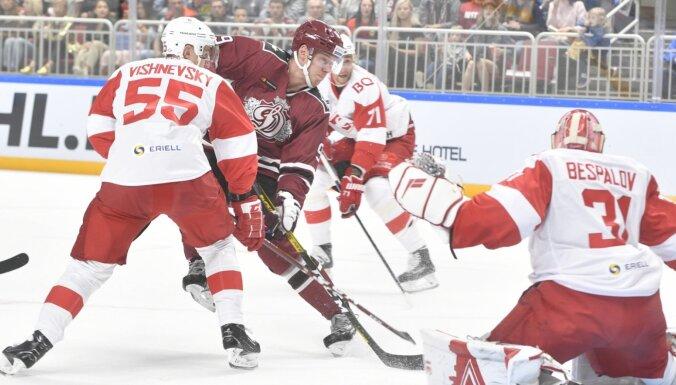 Rīgas 'Dinamo' par vēlu pamostas Maskavā; Karsumam lielais noraidījums par rupjību