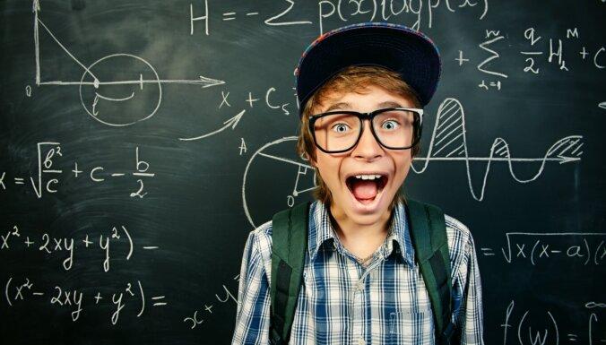 Со следующего года большинство школ будет углубленно изучать английский, биологию и математику