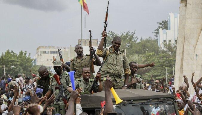 Mali apvērsuma īstenotāji sola jaunas vēlēšanas