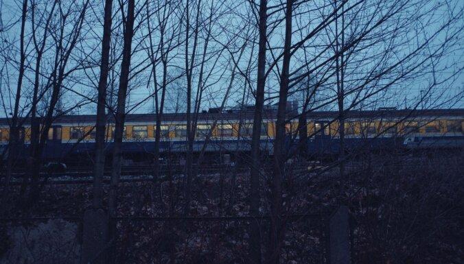 Заболевший Covid-19 пассажир ехал на поезде из Цесиса до Земитаны