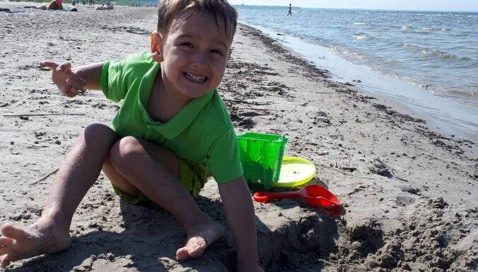 Нужна помощь. В четыре года Лука учится ходить и мечтает когда-нибудь играть в футбол