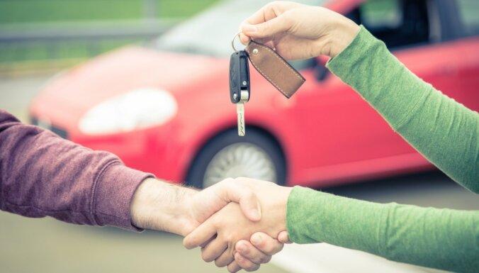 Kā pārbaudīt automobili internetā un klātienē pirms tā iegādes