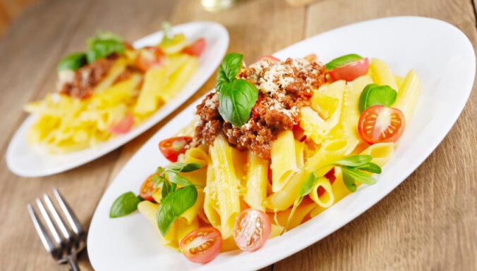 Pasta ar malto gaļu un olīvām