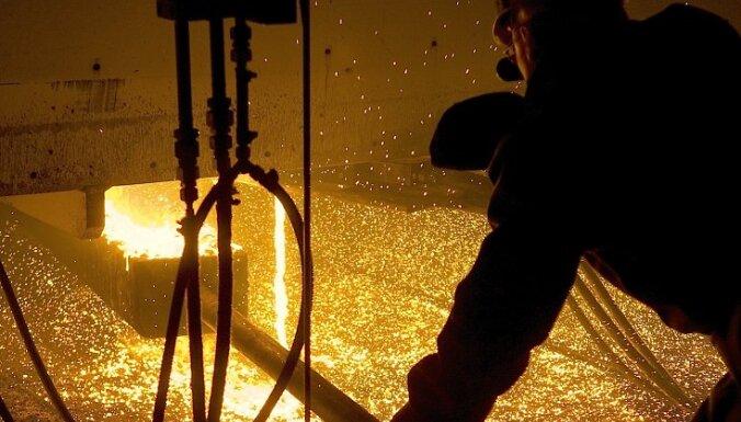 Экономист: резкий спад в латвийской промышленности - это холодный душ
