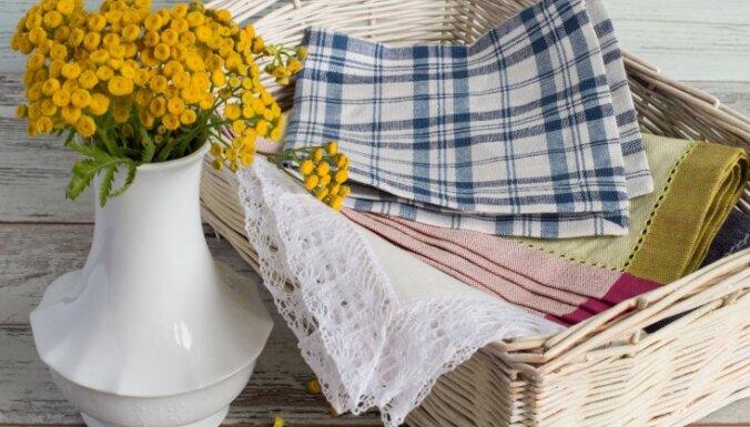 Video: Kā no galda salvetes izlocīt sainīti dekoru un piederumu pasniegšanai