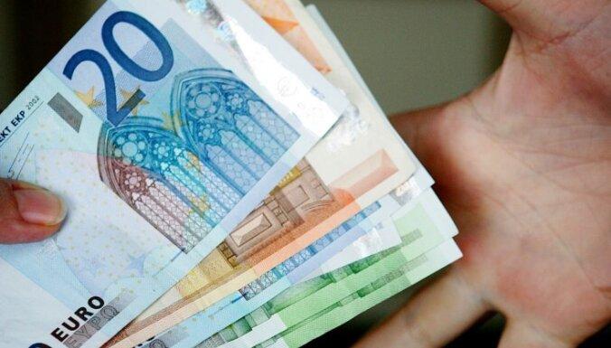 Лже-полицейский отобрал у мужчины машину и 20 000 евро