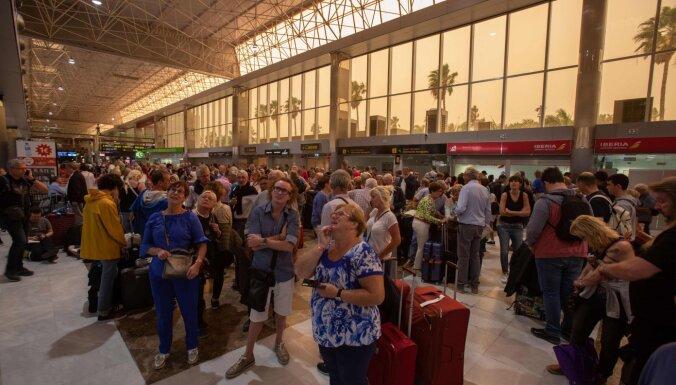 ФОТО: Сотни туристов изолировали в отеле на Канарах из-за коронавируса
