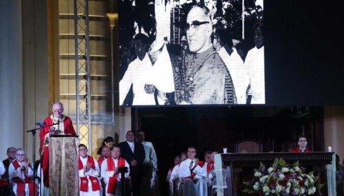 Pāvests Pāvils VI un arhibīskaps Oskars Romero tiks iecelti svēto kārtā