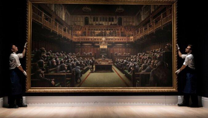 Картина Бэнкси, осуждающая парламент Британии, продана за рекордные 12 миллионов долларов